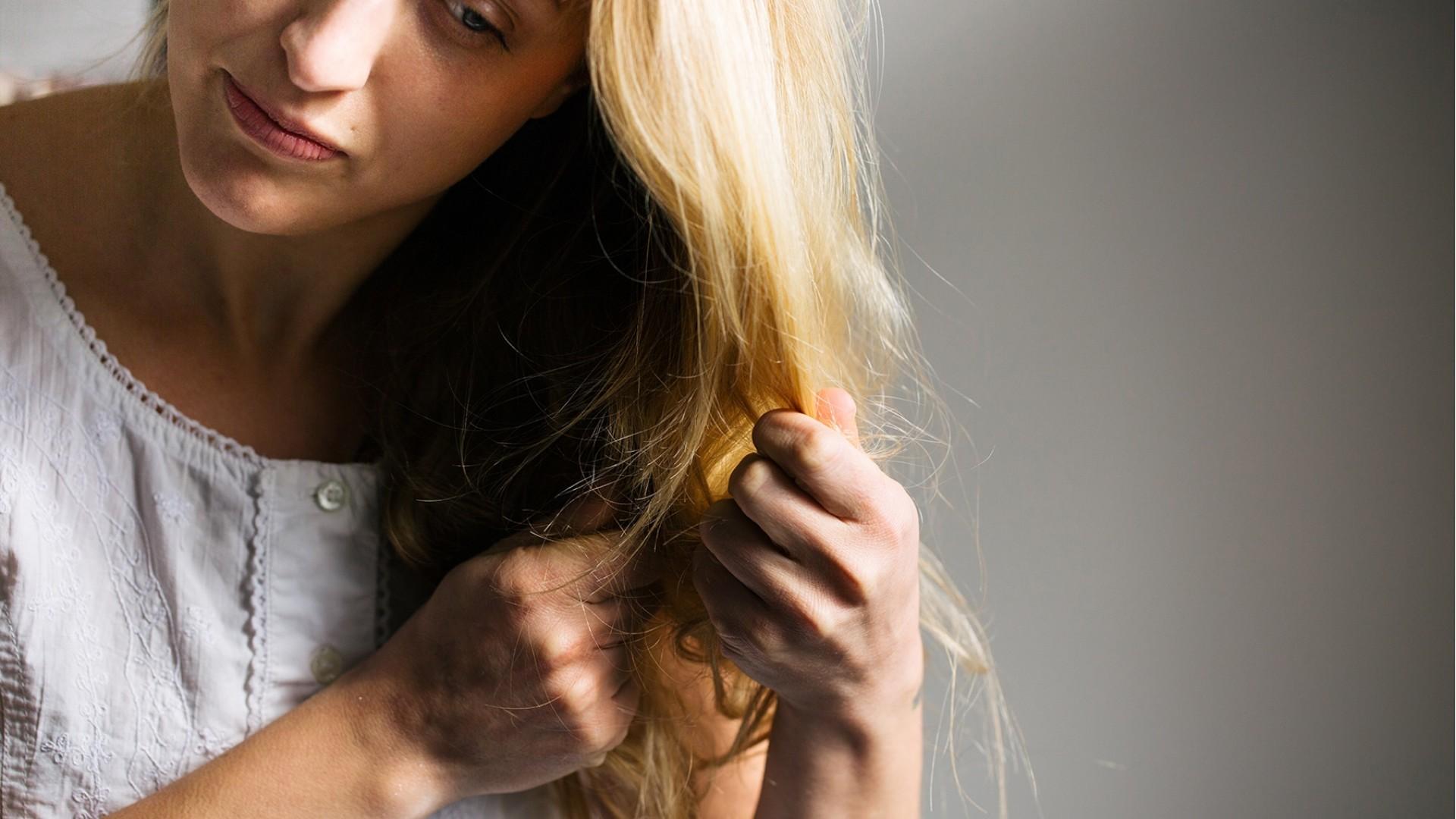 Πώς να φροντίσετε τα ξανθά μαλλιά σας